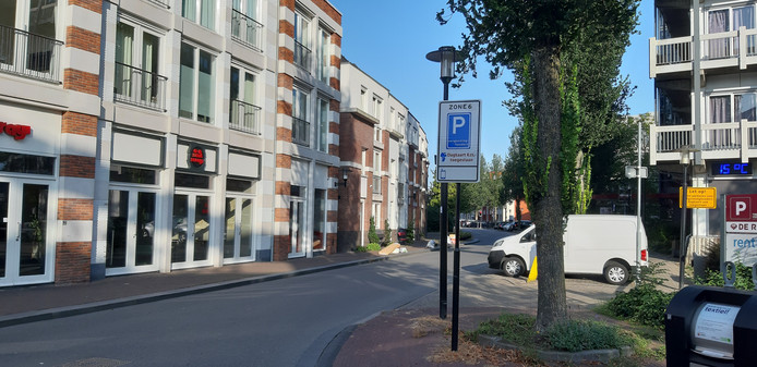 Het parkeerbeleid in de Deventer binnenstad blijft voer voor discussie. Mogelijk krijgen bewoners van toekomstige, nieuwe adressen geen recht meer op een parkeervergunning.