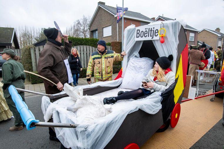 Zwevezele 23/02/2020, Carnaval Zwevezele werd bijna afgelast door het stormachtig weer. De Brandweer en politie controleren alle wagens. (picture by Florian Van Eenoo/Photo News)