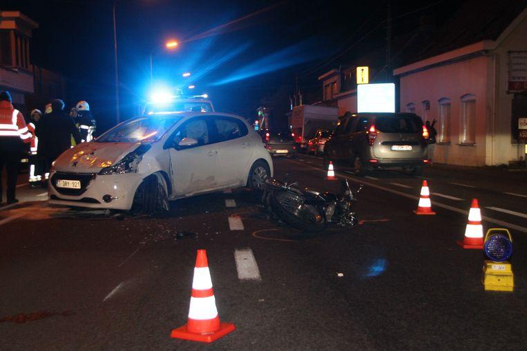 In Kuurne kwam een motorrijder om het leven bij een botsing langs de Brugsesteenweg.