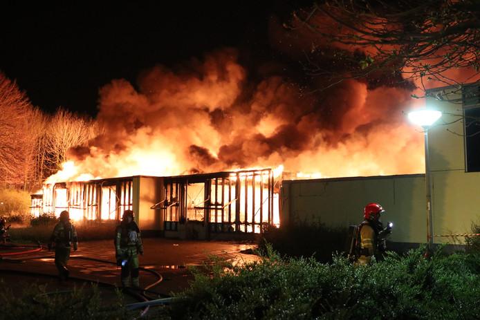 Het gebouw van de basisschool ging volledig verloren.
