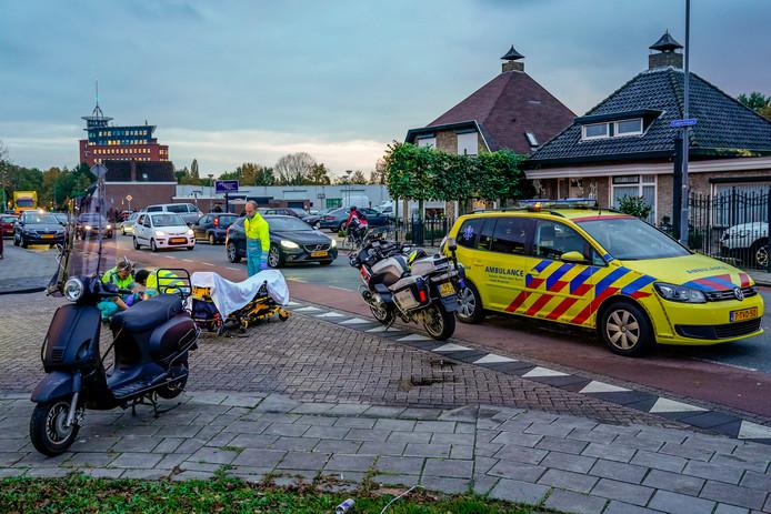 Botsing op kruising van Esdoornlaan en Meidoornlaan in Oosterhout.