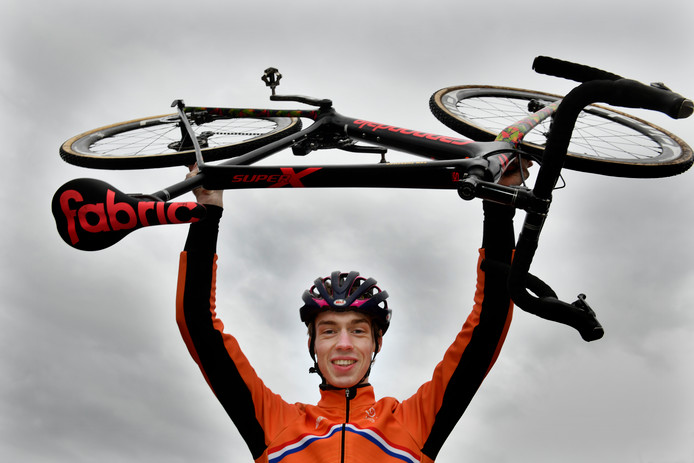 Thymen Arensman is na een valpartij weer op dreef in Giro d'Italia voor beloften