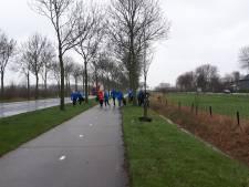 Rennen, bukken en troep oprapen: zo rennen deze hardlopers al 'ploggend' door Beuningen