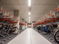 Robot stalt straks je fiets op nieuwe stations-stalling en jij rent naar trein of bus