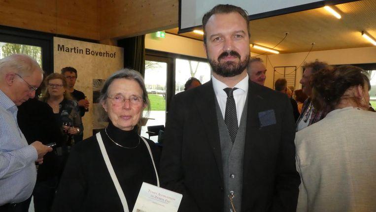 Rita Kok, de weduwe van Wim Kok, en schrijver Thomas van Aalten, die Slotermeernostalgie vergelijkt met: 'Die DDR was ook wel een mooie tijd.' Beeld Hans van der Beek