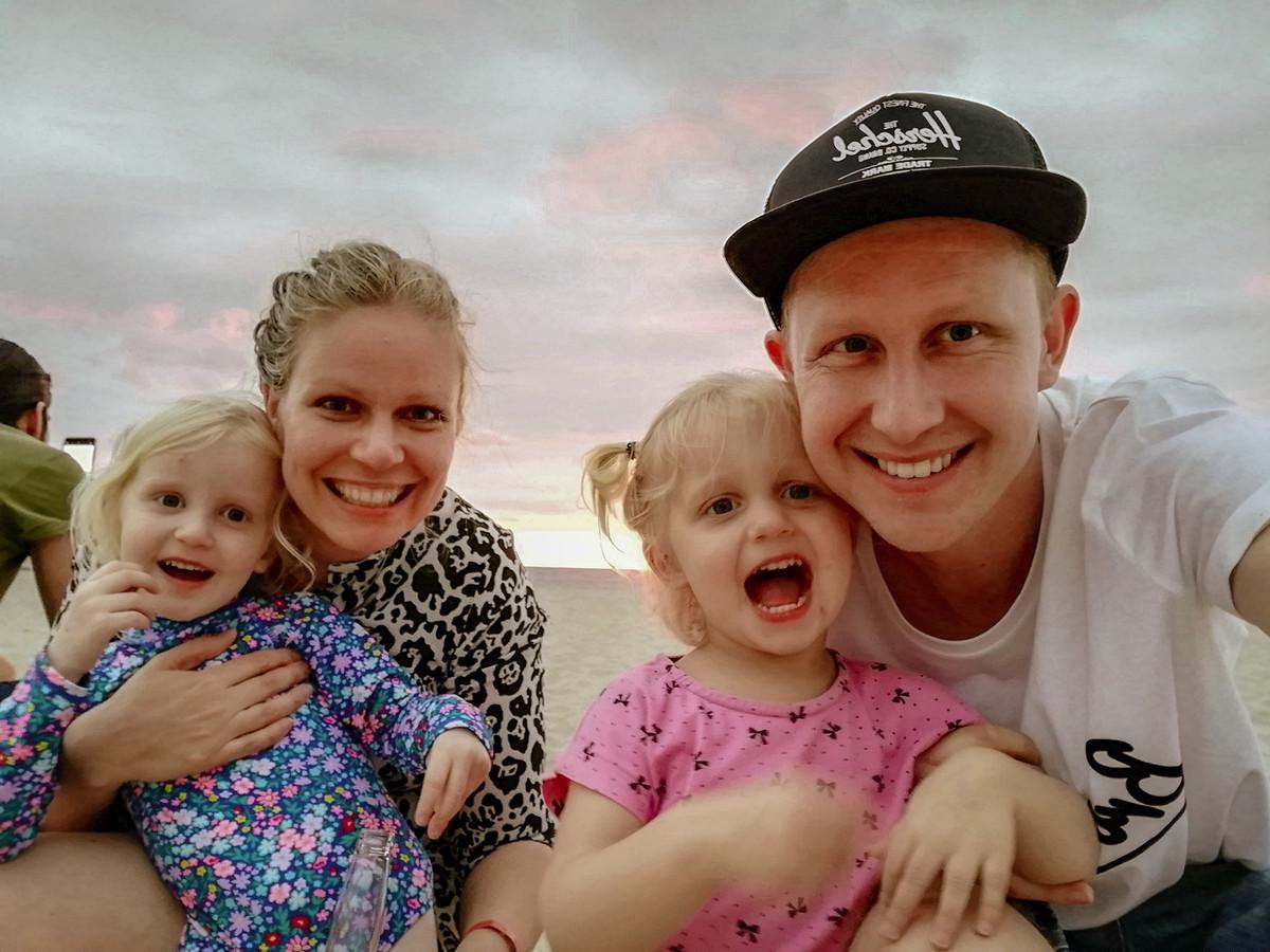 Johanna en Matthias Hutte met hun dochter Bo en Hannah