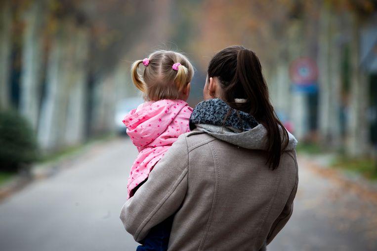 Ashley met haar dochtertje, een mooi blond meisje met blauwe ogen. In februari wordt ze 2 jaar.
