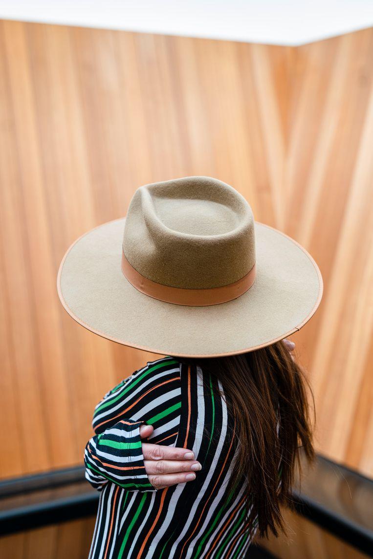 'Voor mijn huidige collectie heb ik veel cowboyhoeden gebruikt.' Beeld Jordi Huisman
