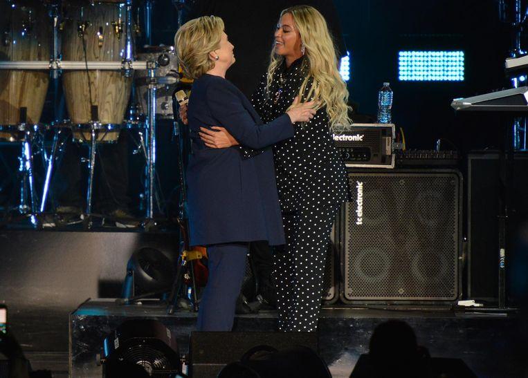 Beyoncé tijdens een concert voor Hillary Clinton, op 4 november in Cleveland. Beeld Getty Images