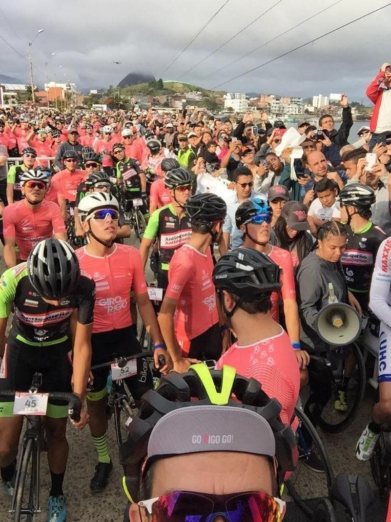 De inwoners komen massaal op straat tijdens hun 'Vuelta a Colombia'.