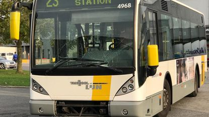 Buschauffeur en twee passagiers gewond