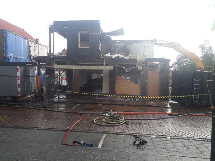 Het slooppand aan de Leidsestraatweg na de brand.