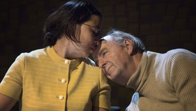 Esther Scheldwacht en Kees Hulst als Tineke en Leo Vroman tijdens een repetitie van de voorstelling Hoe mooi alles. Beeld Piek