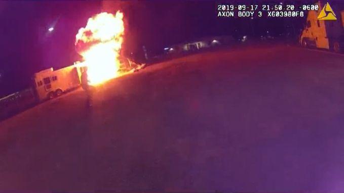 Bodycam agent filmt spectaculaire explosie gasfles in wagen