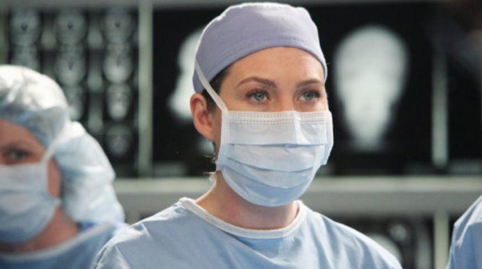 """Dans la 17ᵉ saison de """"Grey's Anatomy"""", Meredith Grey, Miranda Bailey, Owen Hunt et les autres feront face à la pandémie de coronavirus que nous connaissons actuellement."""