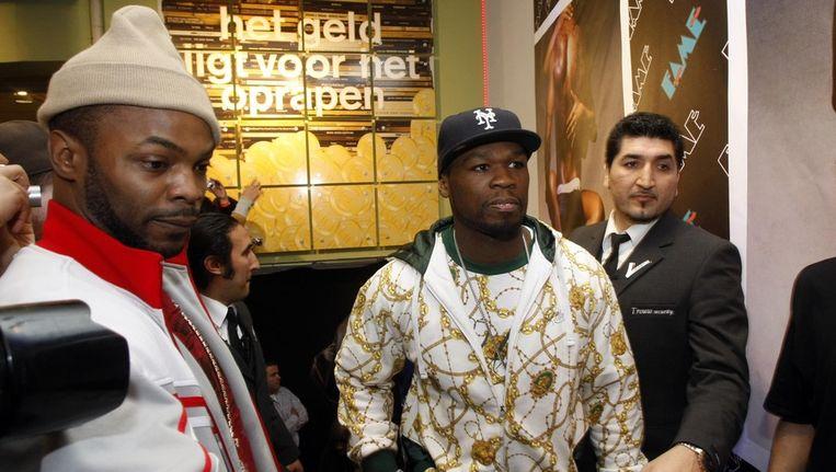 In december 2007 bezocht hiphop artiest Curtis James Jackson (m), alias 50 Cent, de muziekwinkel FAME in Amsterdam. Beeld