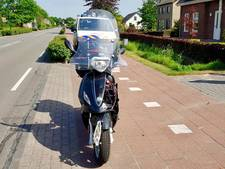 Scooterrijder raakt gewond door botsing met auto in Dongen