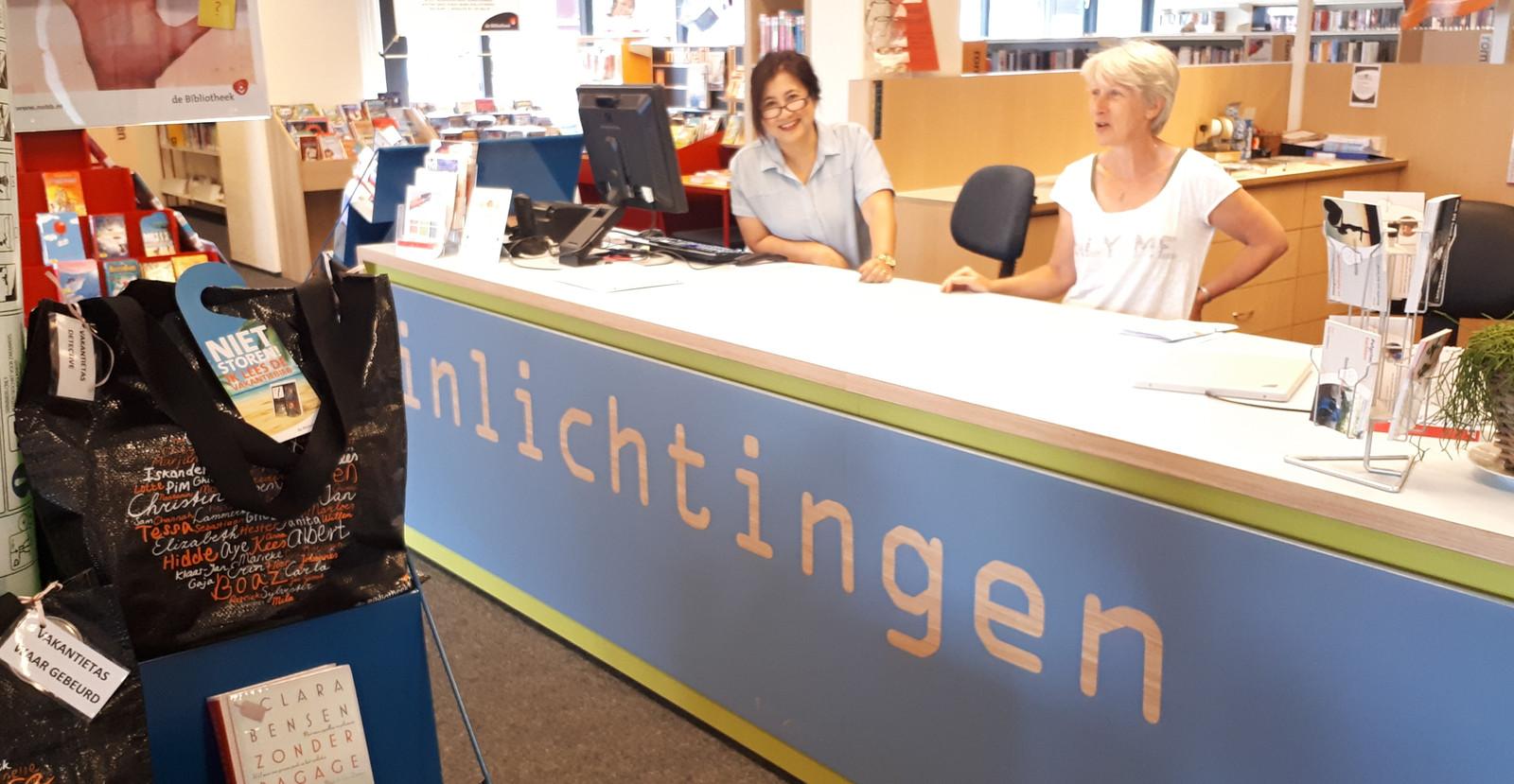De balie van de Bibliiotheek Heeswijk-Dinther.