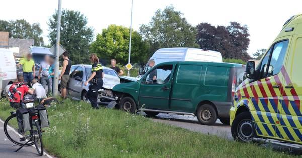Meerdere gewonden bij frontale botsing in Barneveld.