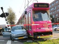 Botsing tussen tram en auto op Laan van Wateringse Veld in Den Haag