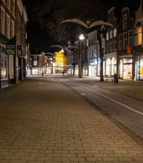 Zwolse gemeenteraad verdeeld over avondklok: 'Een zwaar en heel heftig middel'
