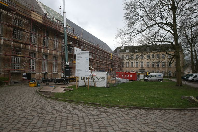 De nieuwe schoolvleugel van het Sint-Barbaracollege zal gehuisvest worden in de Oude Abdij van Drongen.