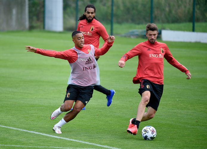 Mechele op de training in duel met Tielemans.