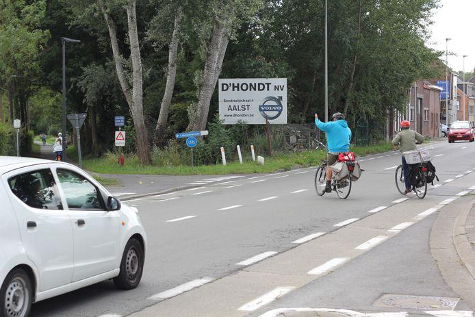 Minister Weyts investeert in een fietstunnel op deze plek, het kruispunt van de Moorselbaan met de Leirekensroute.