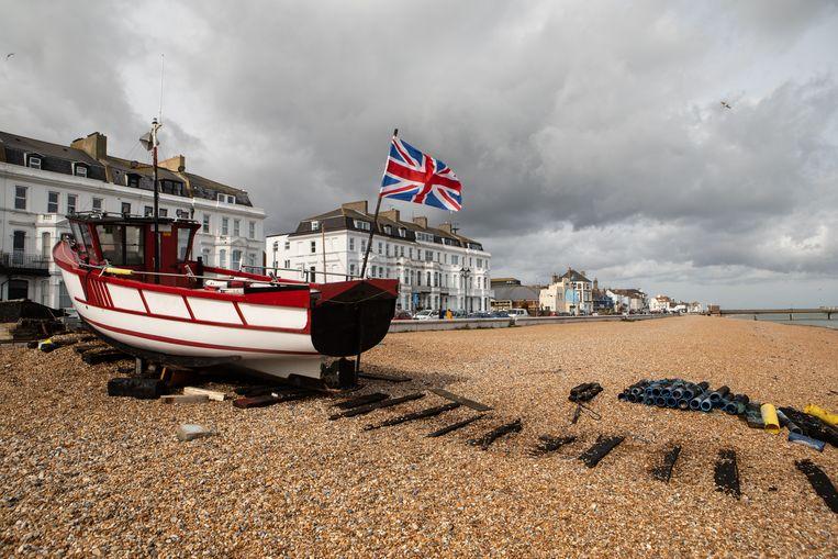 Een vissersboot op het strand bij Deal. De meeste vissers in het VK stemde vóór een Brexit.  Beeld Antonio Olmos