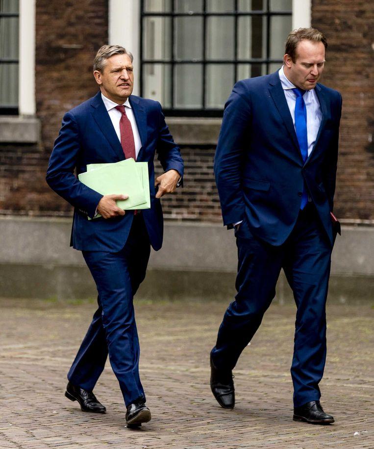 CDA-leider Sybrand Buma en secondant Pieter Heerma onderweg naar de formatieonderhandelingen. Beeld anp