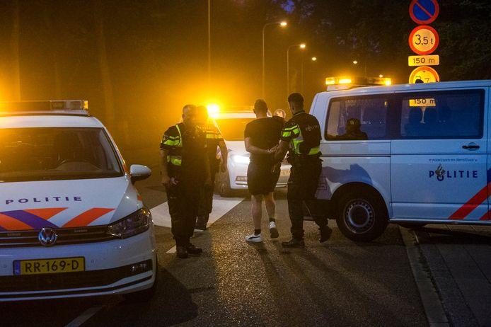 Oliedom: bezorger vlucht als politie zijn portemonnee wil