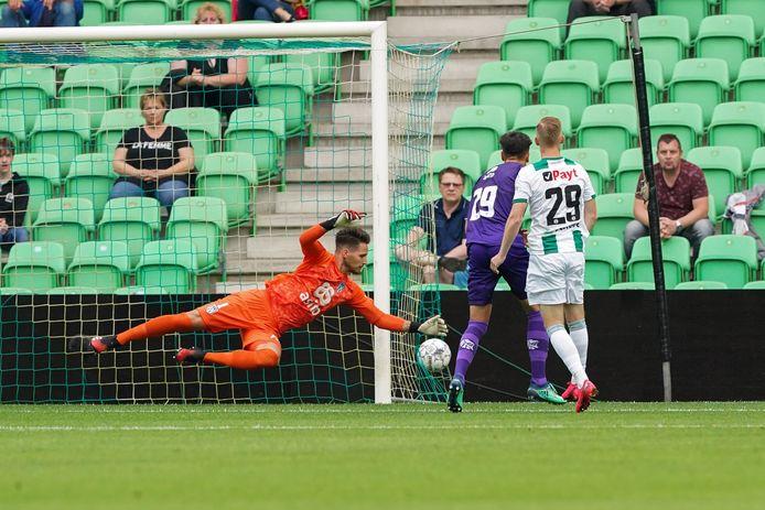 FC Groningen dook in de eerste helft vaak op voor het doel van Heracles-doelman Janis Blaswich. Maar de keeper hield de 0.