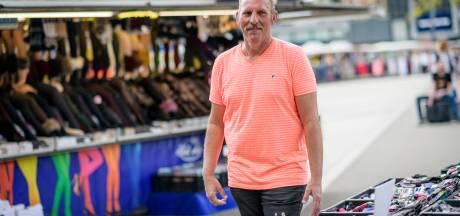 Sietze staat met Sok Shop al 40 jaar op de markt in Enschede: 'Het begon met elf bananendozen'