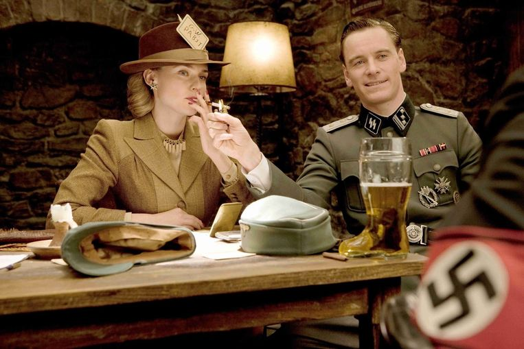 Diane Kruger (links) en Michael Fassbender (rechts) in 'Inglourious basterds' van Quentin Tarantino. Beeld