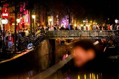 amsterdam-slaat-toeristen-zwaarder-aan