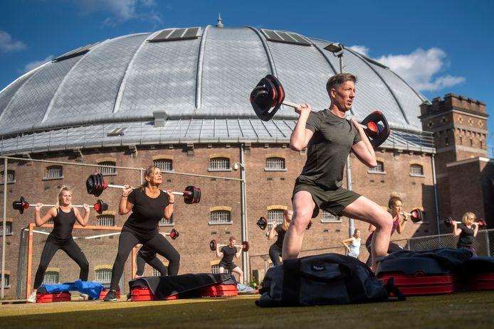 Sporten op het terrein van de voormalige Koepelgevangenis in Arnhem.