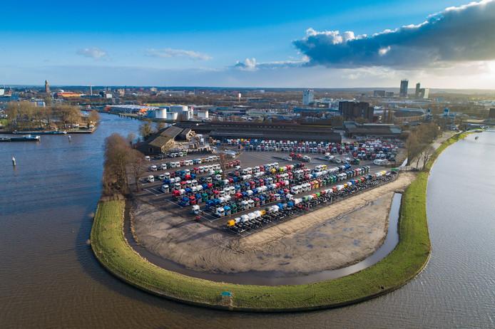 Zo was 't. En daar waren omwonenden niet blij mee. Maar inmiddels staat er een hek om het terrein. Er zijn geen klachten meer over het nieuwe Scania-terrein op Kop van Voorst in Zwolle.
