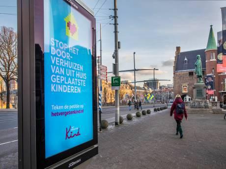 21 organisaties maken vuist tegen verlichte reclamezuilen in binnenstad