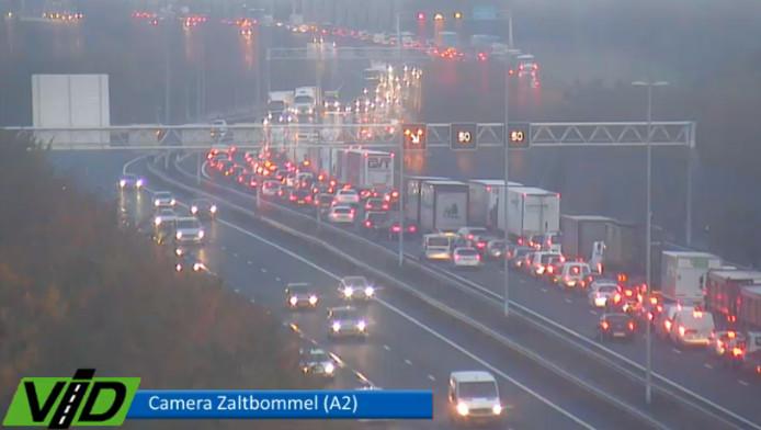De afgesloten A2 rond 07.30 uur, ter hoogte van Zaltbommel.
