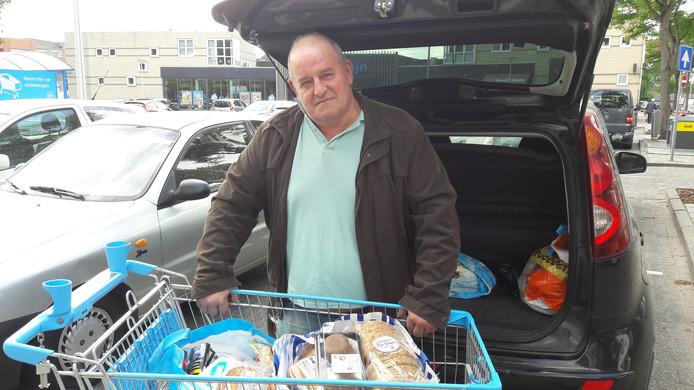 Jan Sulkers stapt binnenkort over op online bestellen van zijn boodschappen. ,,Uit pure gemakzucht.''