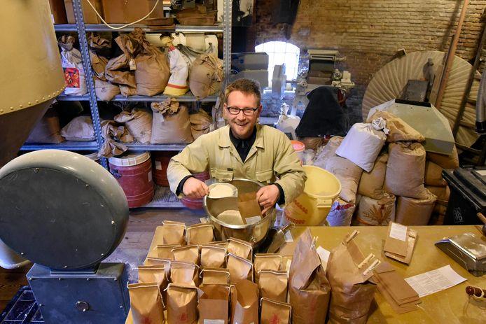 """Molenaar Karel Dolman: """"Ik moet wel voorraad hebben.''"""