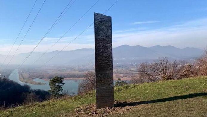 Mysterieuze monoliet in Roemenië