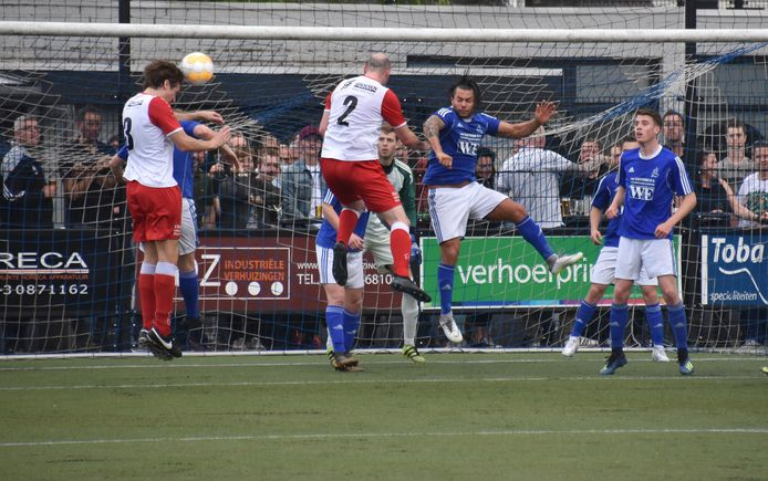Marvilde tegen Rood-Wit V, twee van de vier Veldhovense clubs