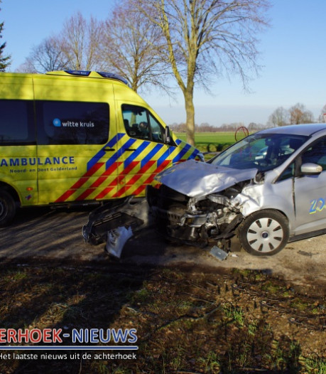 Aanrijding op Oude Dinxperloseweg in Silvolde: taxi en busje botsen