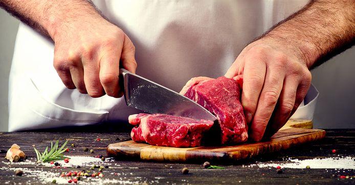 Het vleesverbruik is in Nederland vorig jaar voor het eerst in negen jaar weer gestegen.