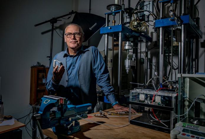 Nu producent Medtronics gestopt is met de productie van de inwendige insulinepomp, ontwikkelt diabetespatiënt  Gerrit Stam uit Deventer er met een team zelf een.