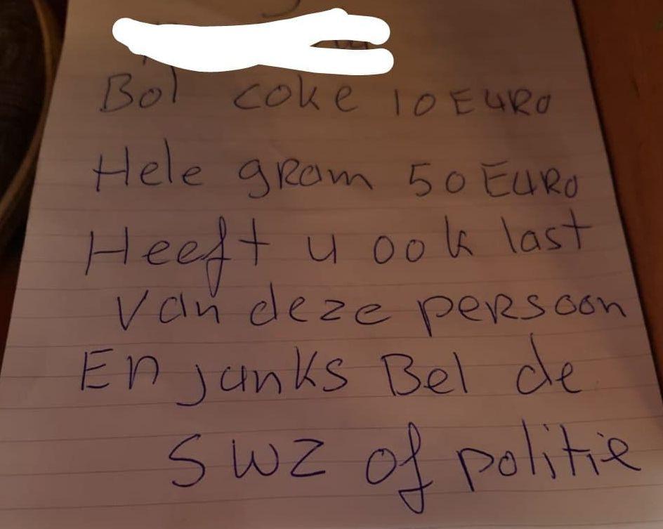 Een van de briefjes in de flat.