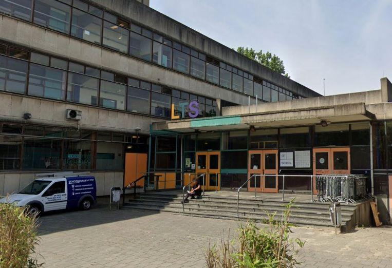 Het pand van De School in de Jan van Bremenstraat in West. Beeld Google Streetview