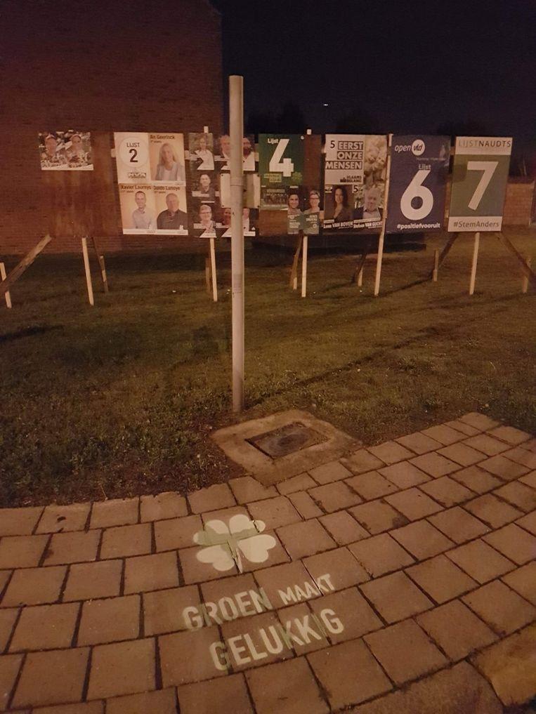De slogan werd op verschillende plaatsen in Hamme achter gelaten.