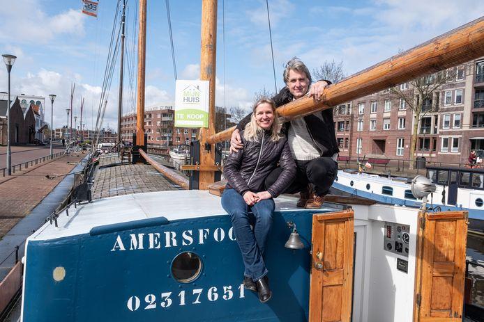 Woonboot de Leonard van Laurens Olieman en Monique van Dinteren staat te koop.